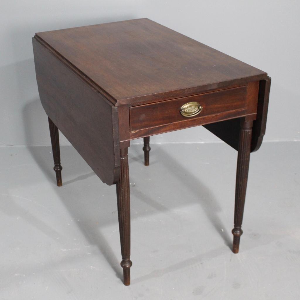Late 1800s American Hepplewhite Table
