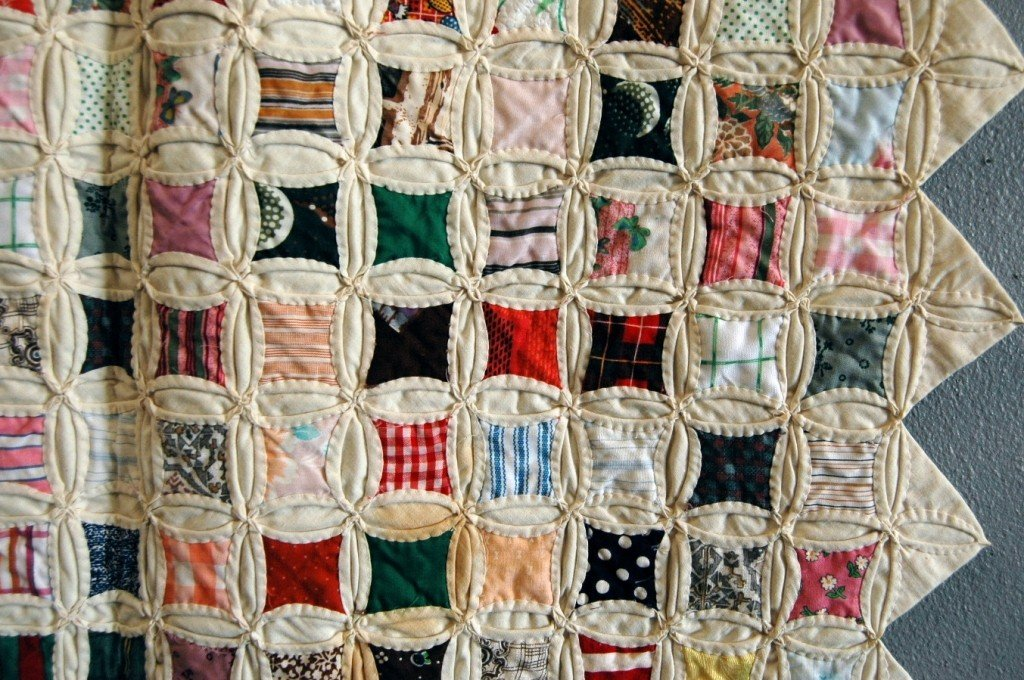 "117: Printed Cotton Patchwork ""Cathedral Window"" Quilt - 3"