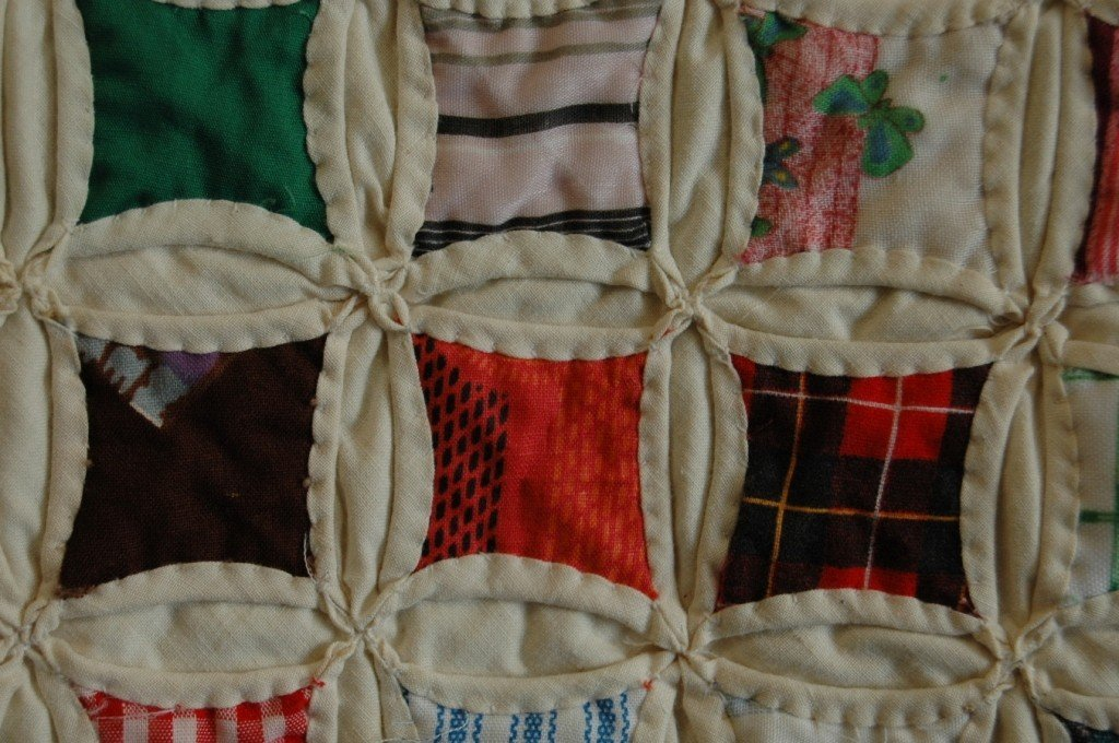 "117: Printed Cotton Patchwork ""Cathedral Window"" Quilt - 4"
