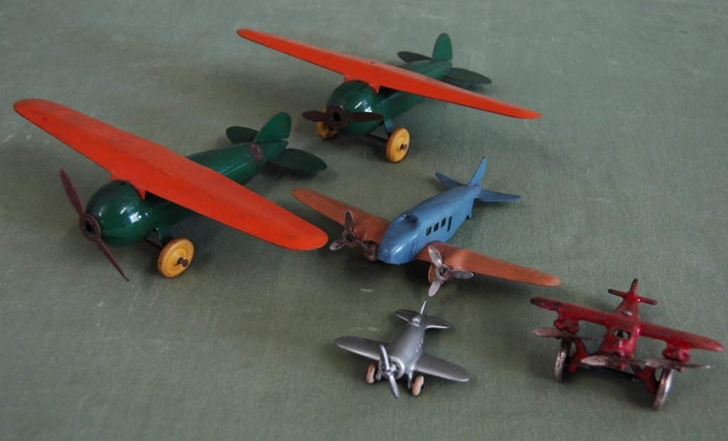 69: 5 Toy Airplanes Wyandotte, Hubley, Arcade