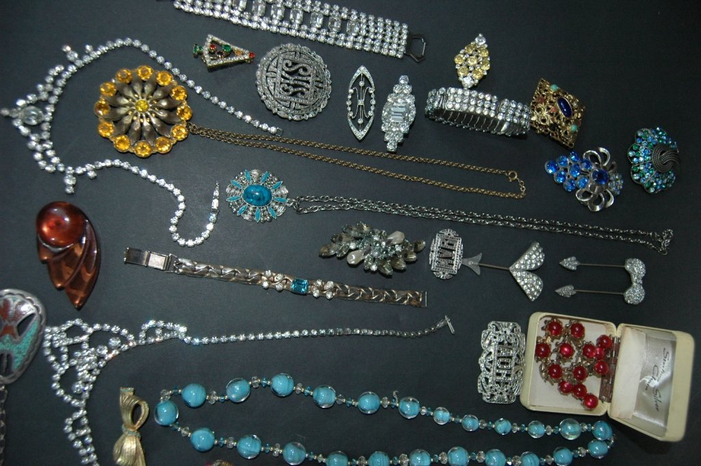 307: Collection of Costume Jewelry - 4
