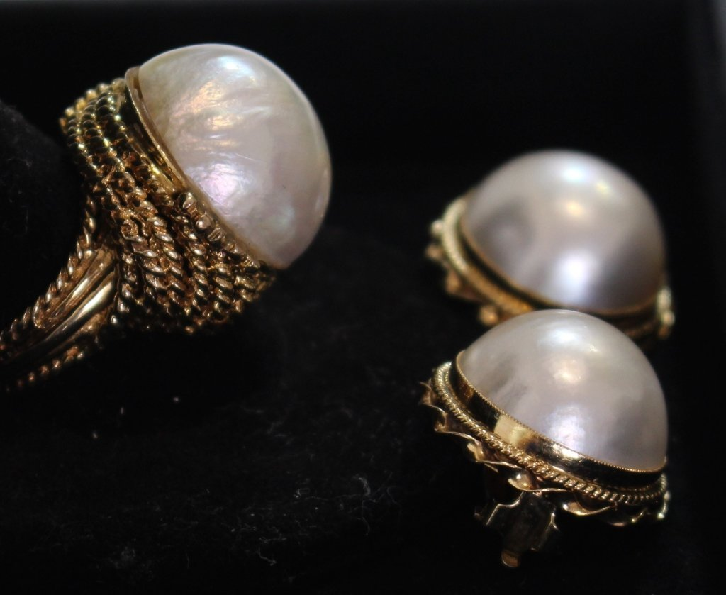 Three Piece Mabe Pearl Group