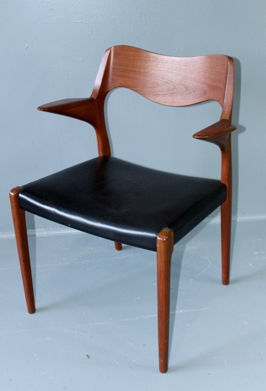 Mid Century Modern Dining Table & Chairs - 6