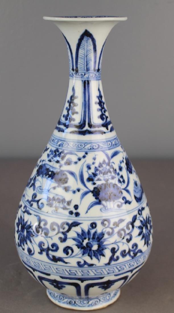 Important Chinese Blue & White Vase - 2