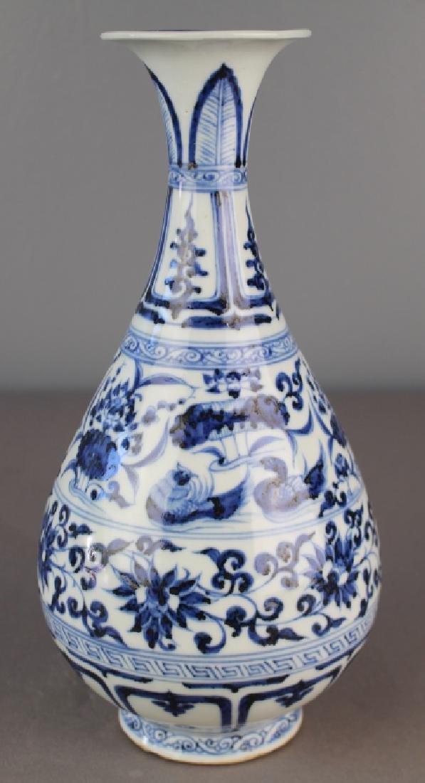 Important Chinese Blue & White Vase - 3