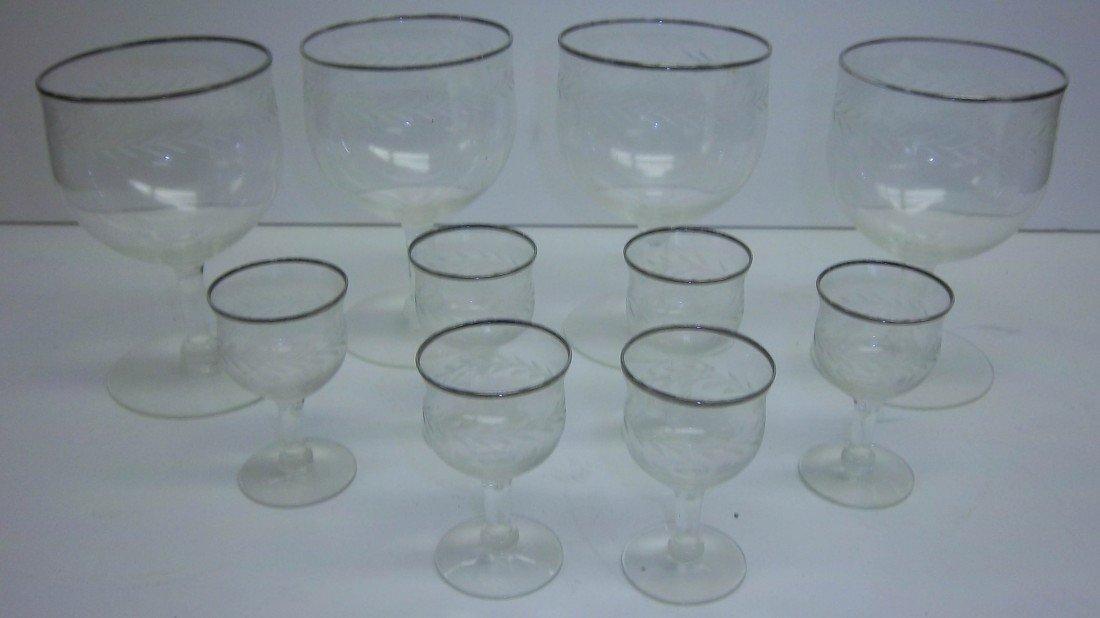 10: Set of wine glasses
