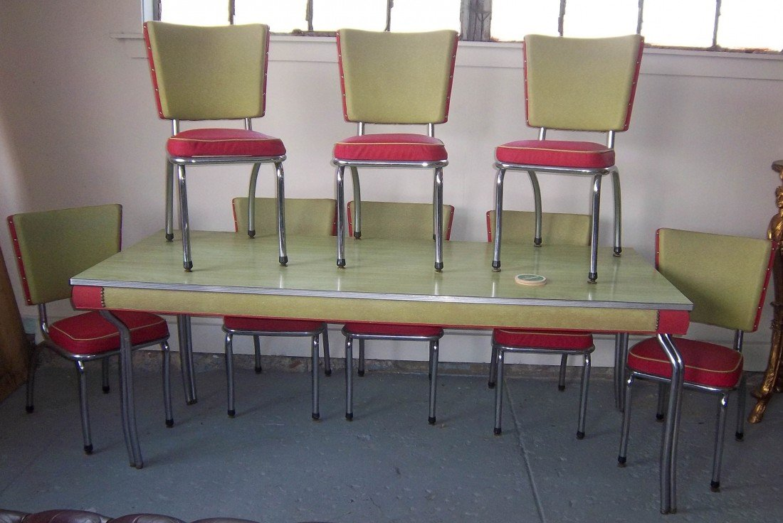 115: Ca. 1950 faux wood formica top table w/8 chairs