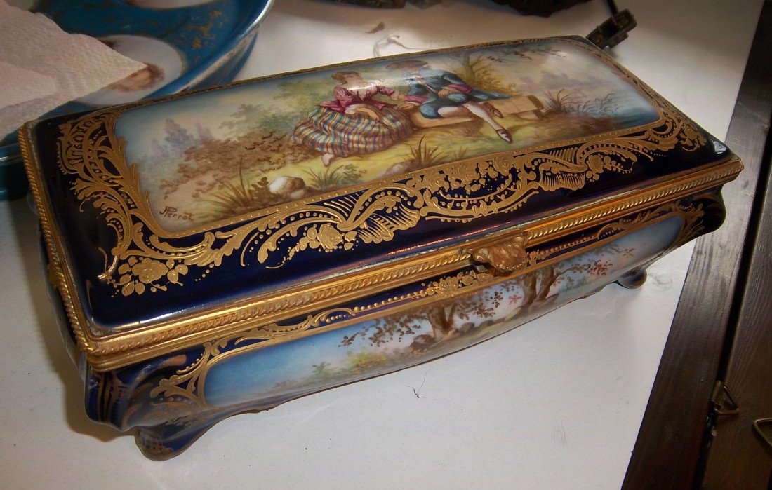 47: C1870 handpainted Sevres box