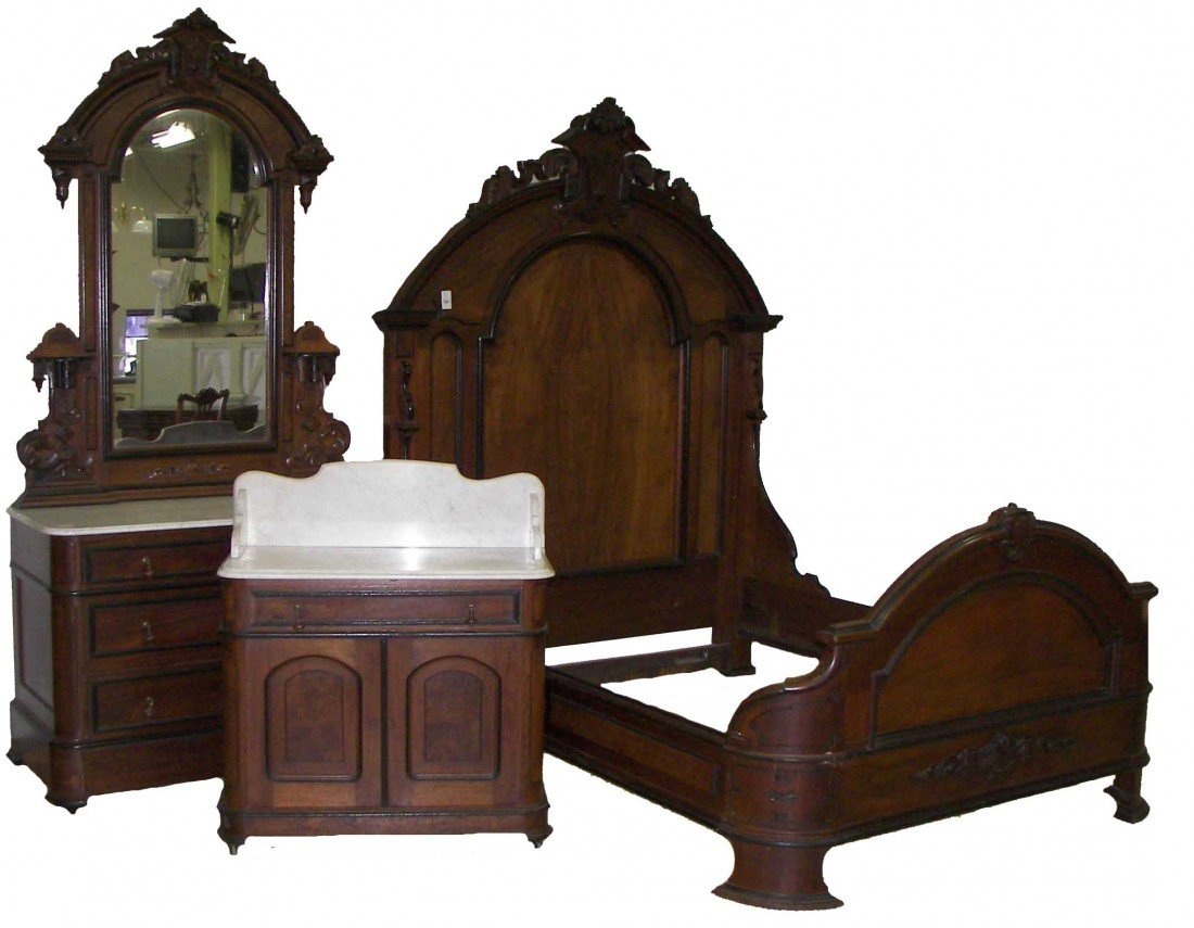144: Thomas Brooks Queen Size bedroom set