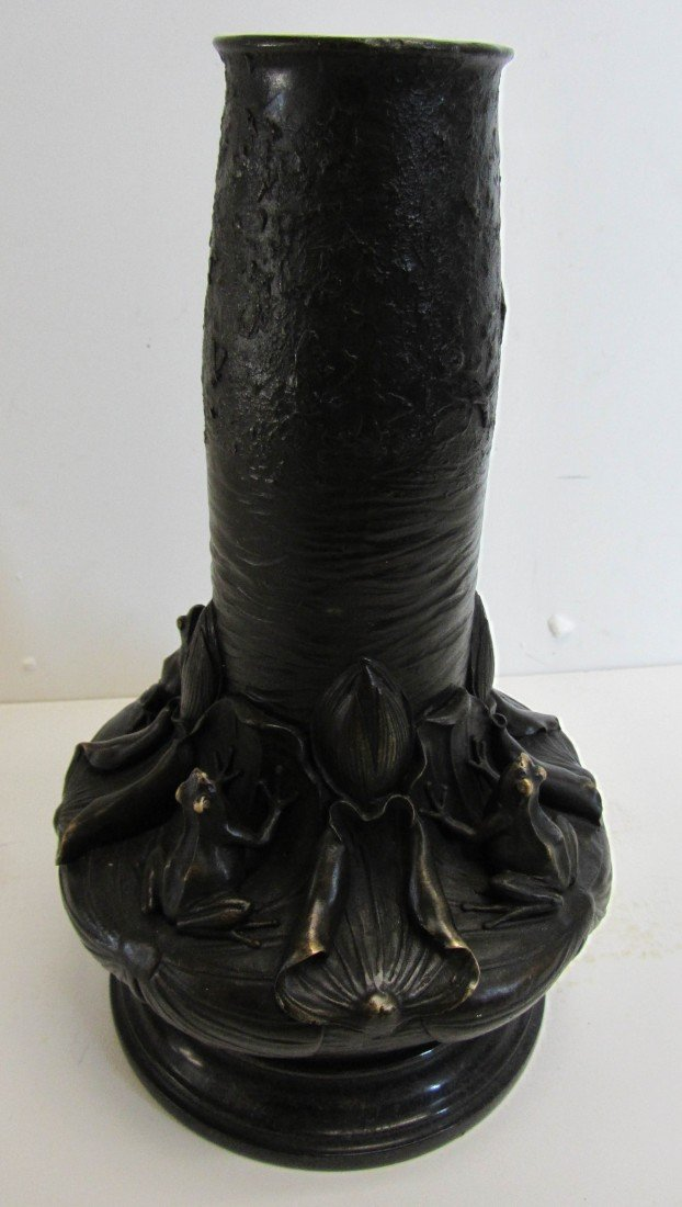 111: 20th C. Bronze vase with frogs and lily pads