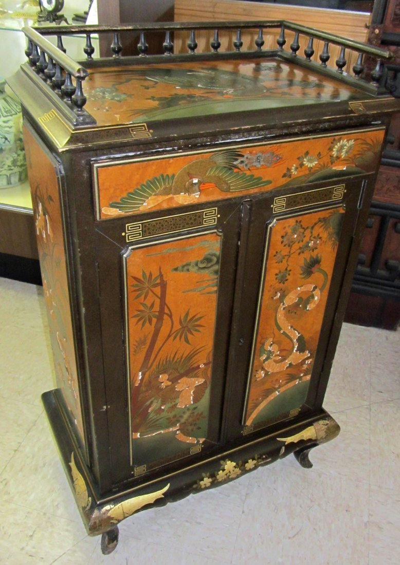 122: 19th C. Chinoisere paint decorated cupboard