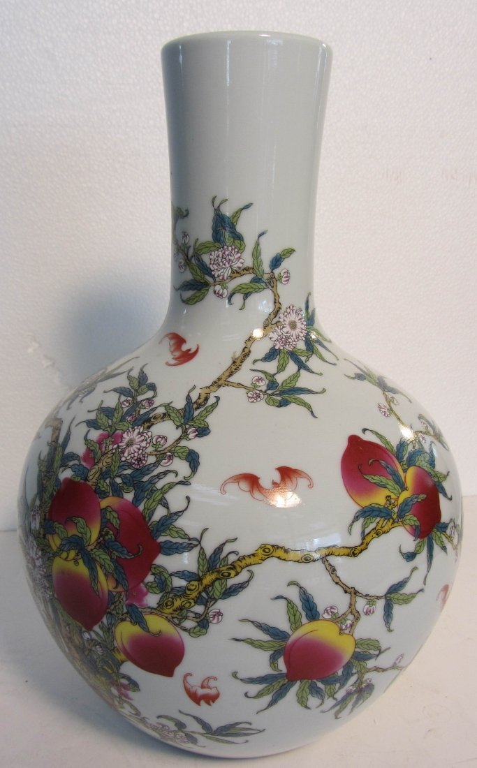 10: 18th C. Porcelain vase decorated with 9 Peaches