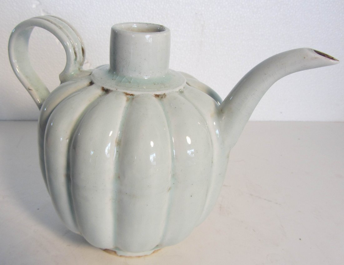 19: Song Dynasty porcelain teapot