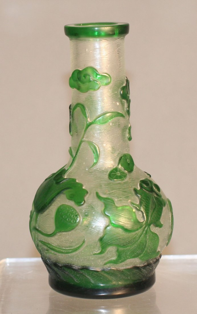 341: Chinese green peking glass vase