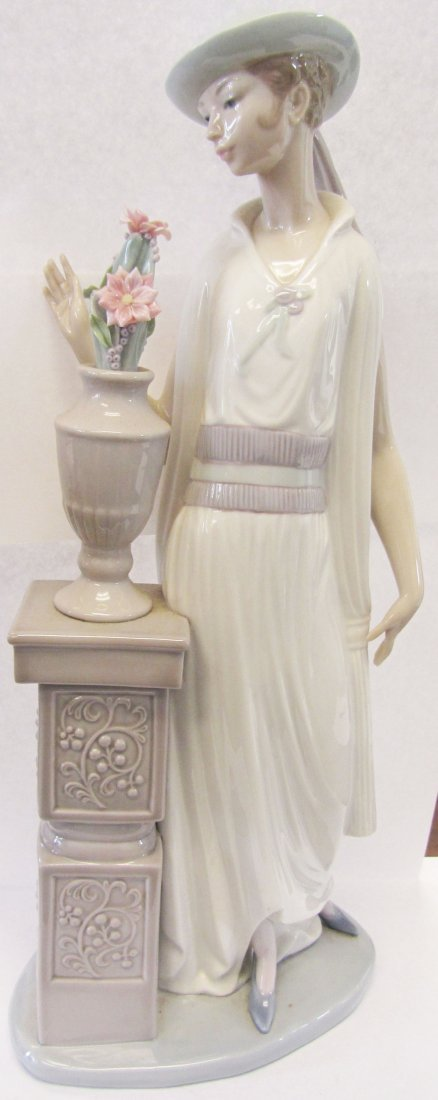 "Original Lladro ""Lady Grand Casino"""
