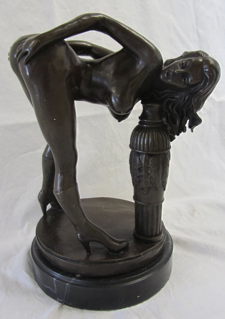 20th C. Nude bronze of woman on marble base