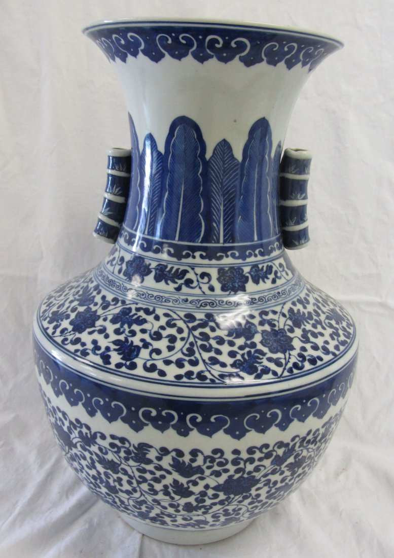 Chinese Blue and white pottery urn