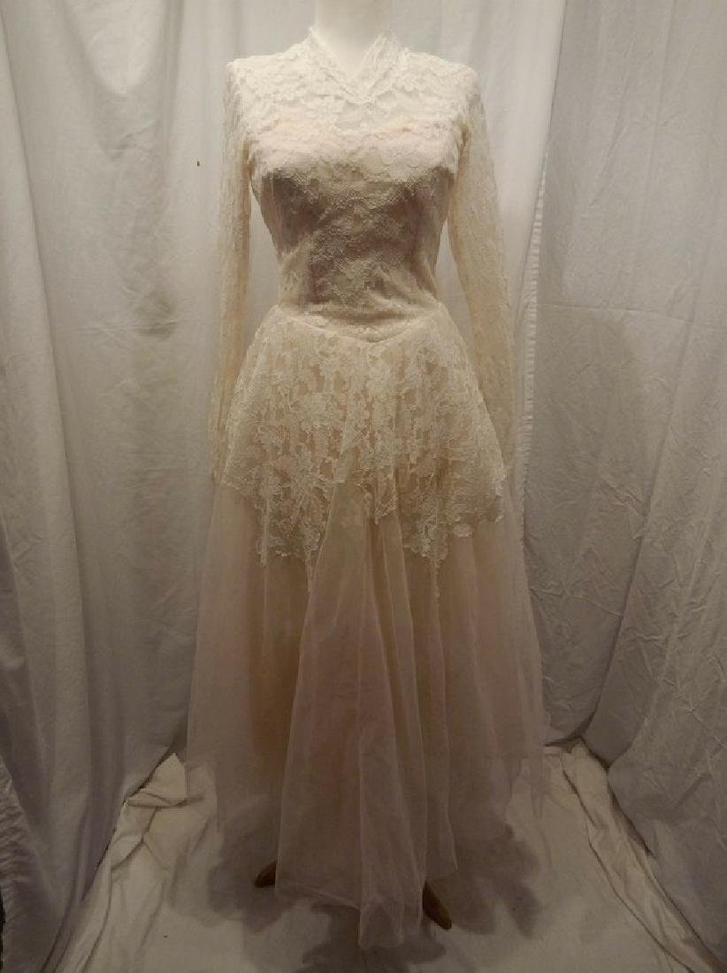 Beautiful Ladies 1950's Vintage pale Pink Tulle & Lace