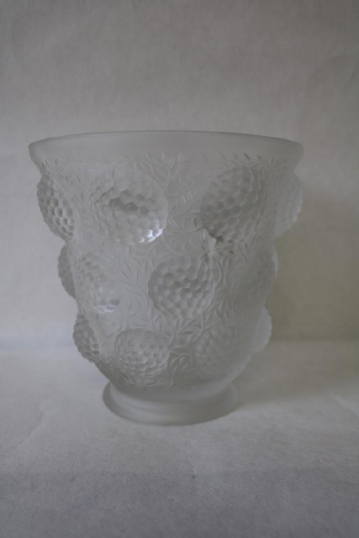3 dimensional Berry Vase