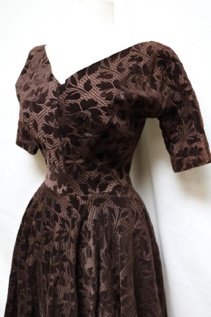 1950s embroidered velvet dress - 2