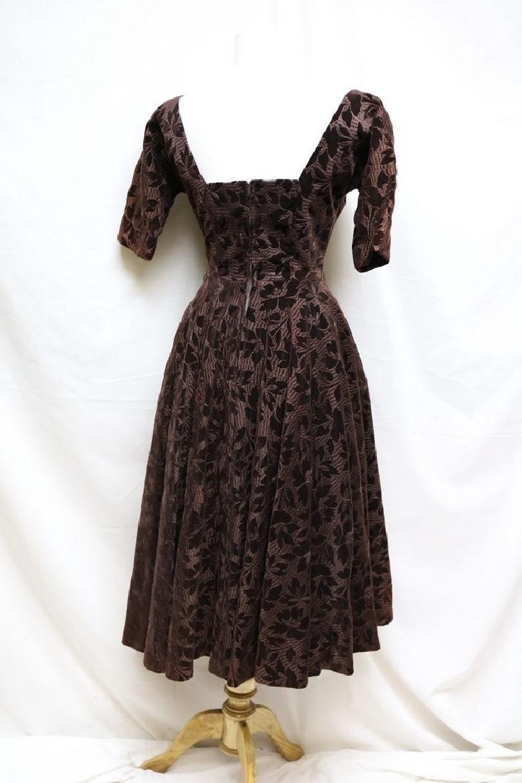 1950s embroidered velvet dress - 3