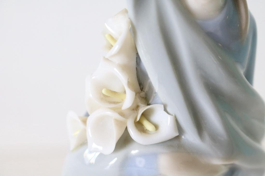 Lladro, Girl with Calla Lilies #650 - 4