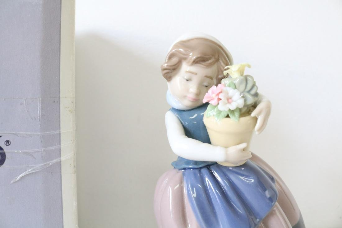 Lladro, Spring Is Here, #05223 - 2