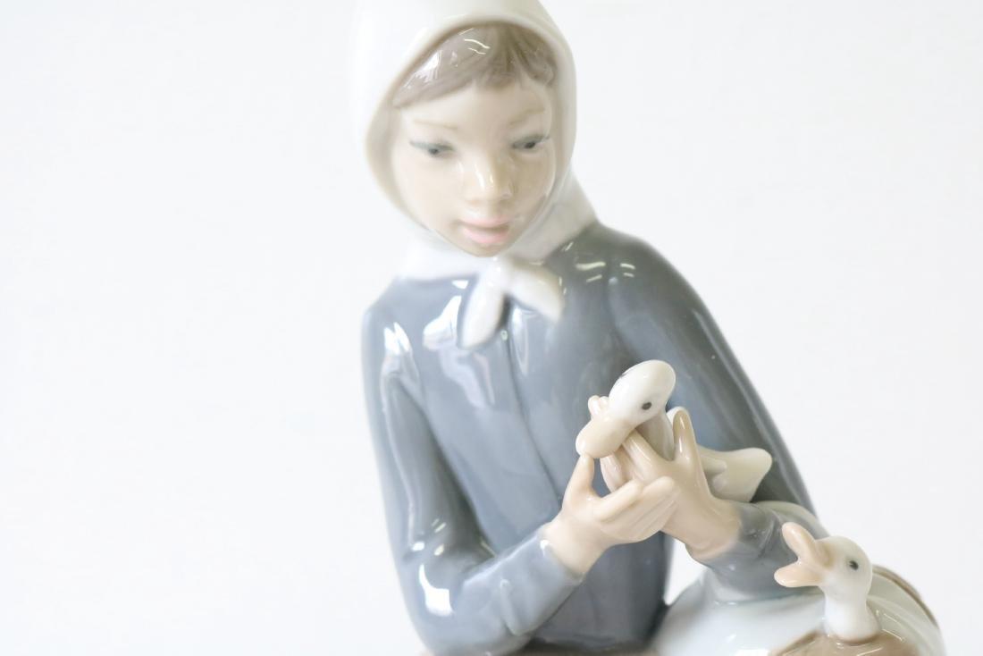Lladro, Shepherdess with Ducks #4568 - 3