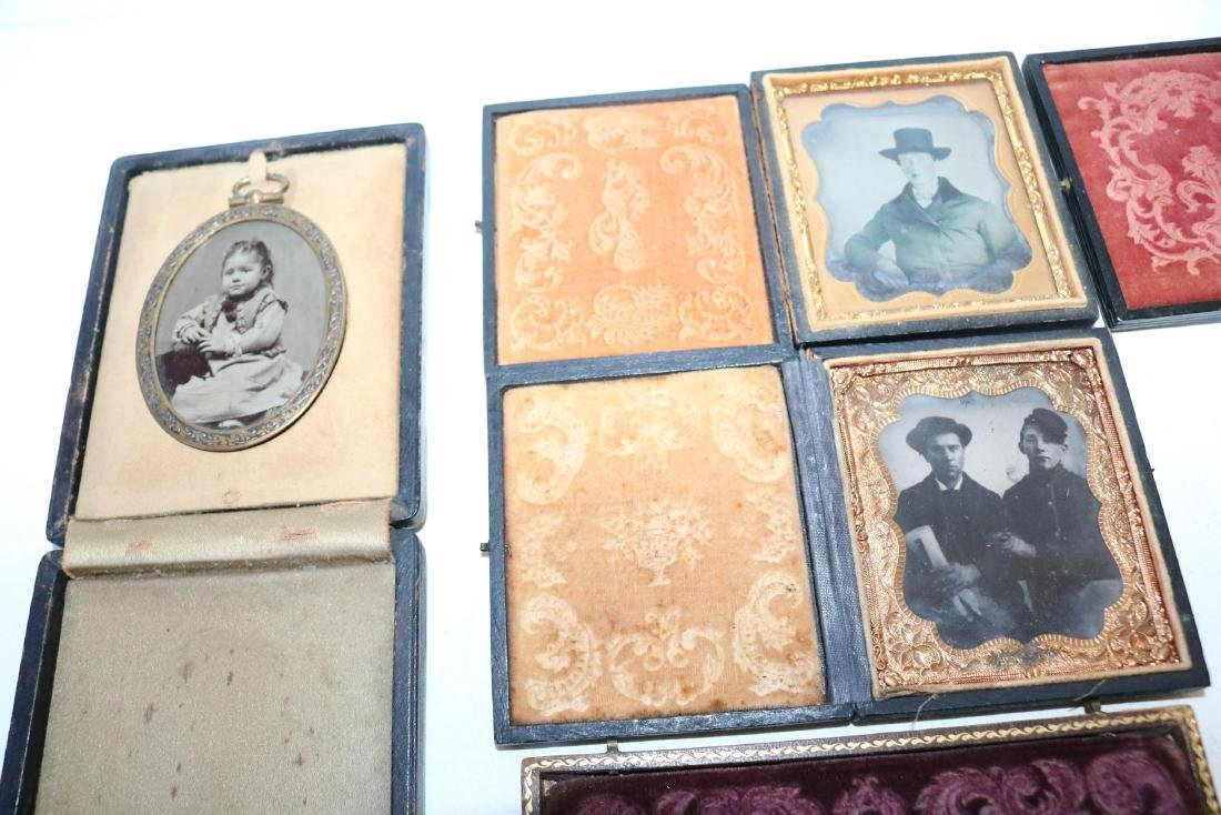 Lot of 8 Daguerreotype Photo's in Cases - 2