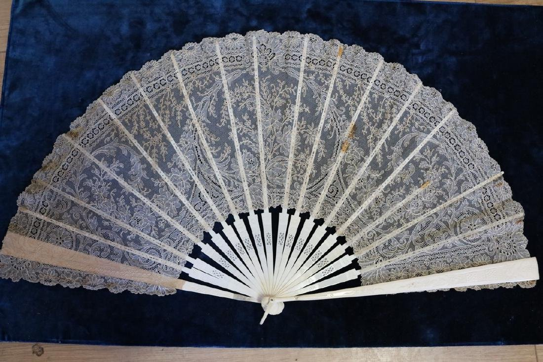 Victorian Lace & Hand Carved Bone Ladies Hand Fan