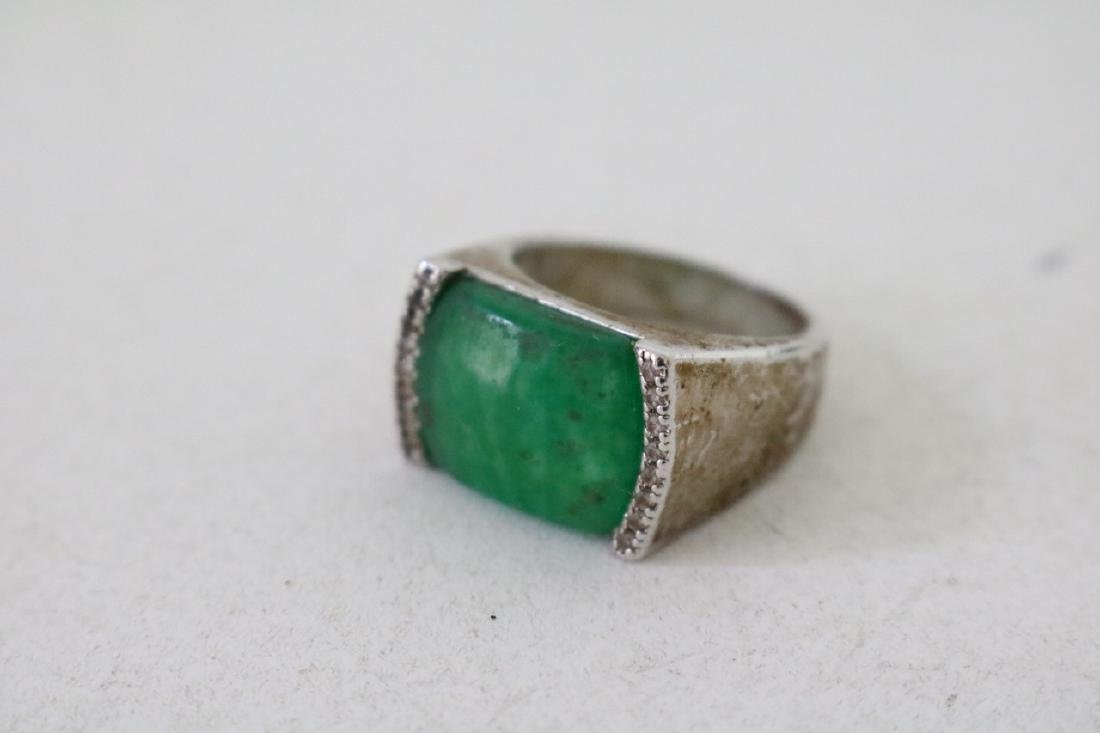 4 Gold and silver Jade Rings - 8
