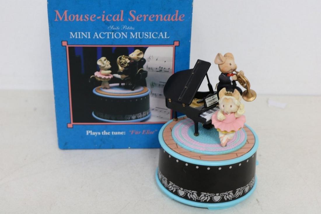 Enesco Mouse-ical Serenade action musical