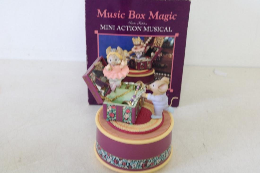 Enesco Music Box Magic action musical