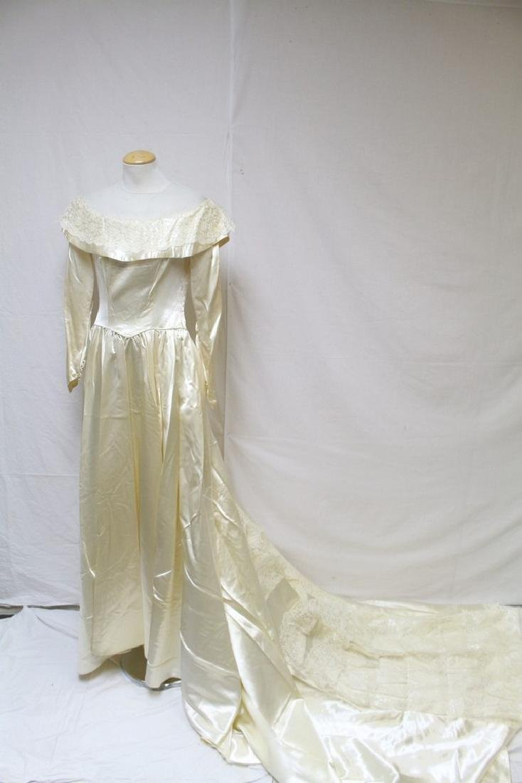 Vintage 1950s Satin & Lace Wedding Gown