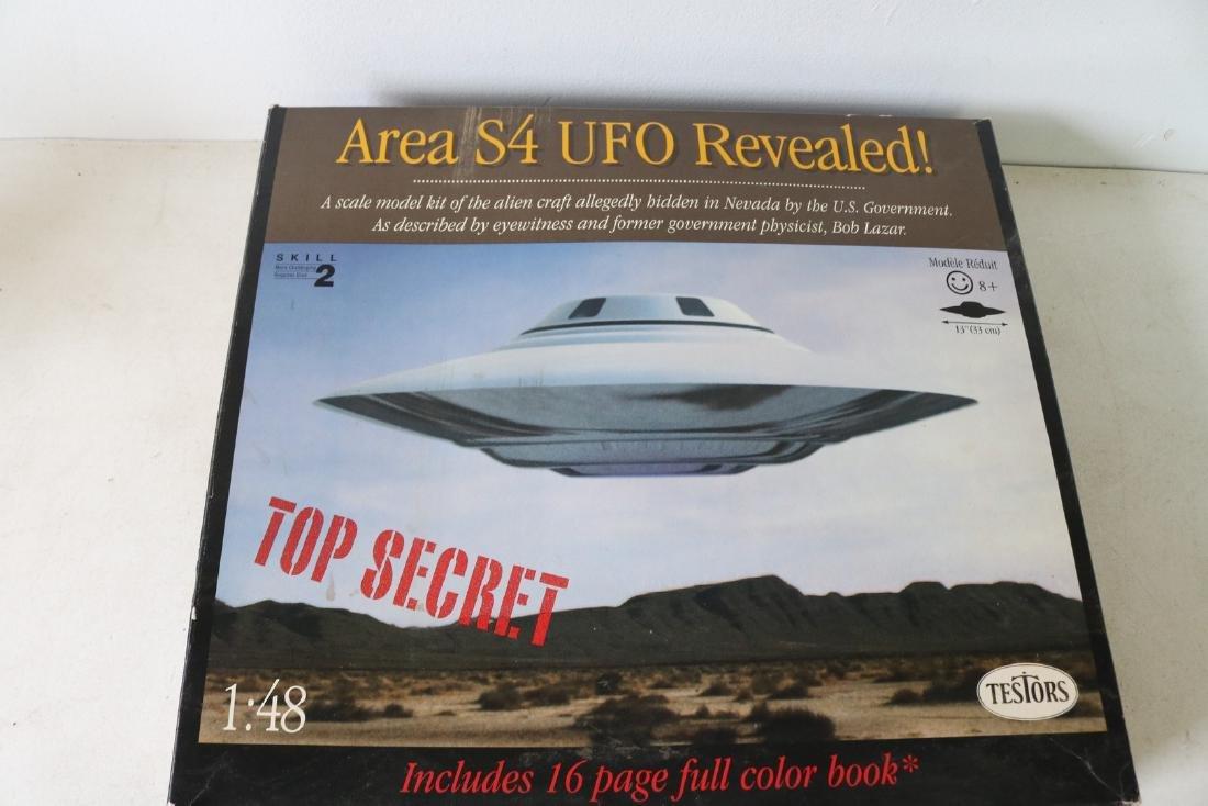 """Area 52 UFO Revealed 13"""" Model Kit"""