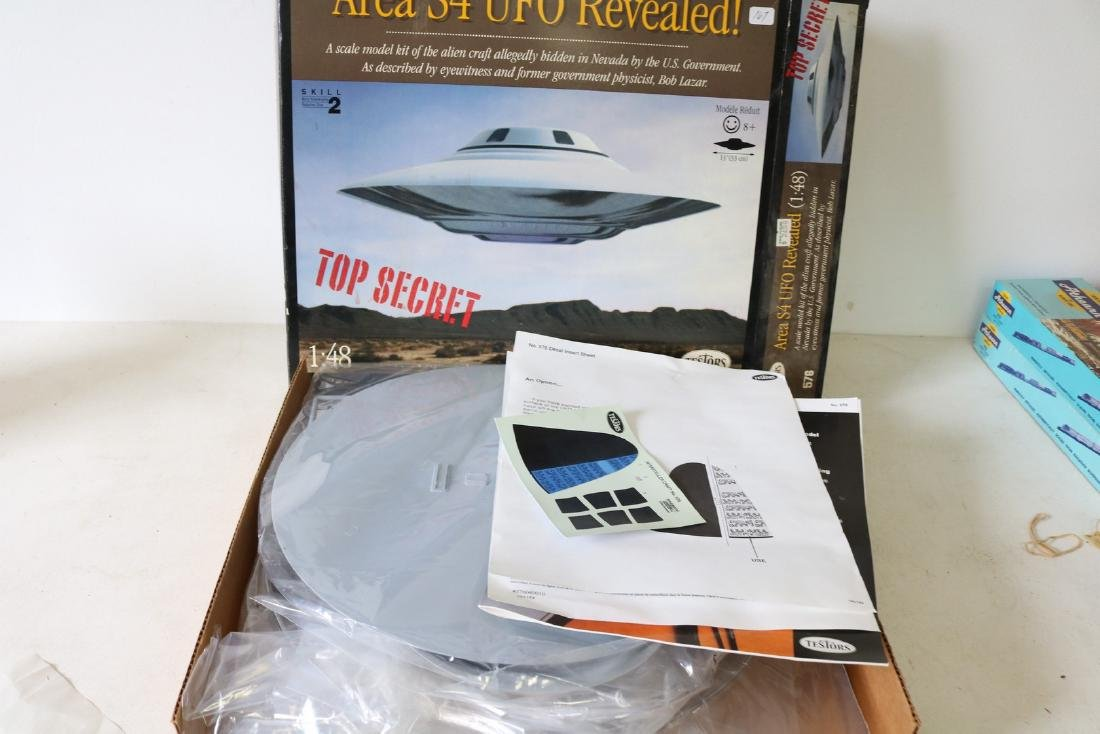 """Area 52 UFO Revealed 13"""" Model Kit - 2"""