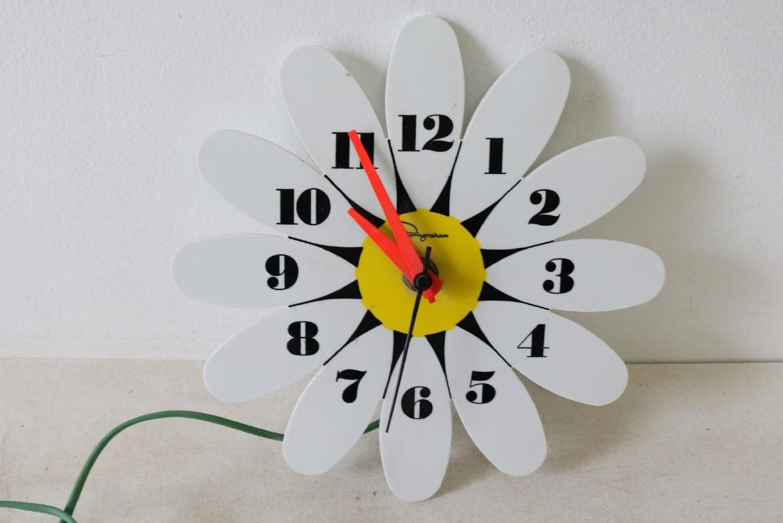 Vintage Daisy Wall Clock by Ingram