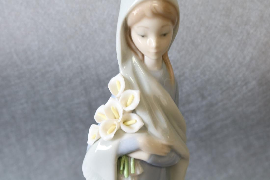 Lladro Figurine, Girl with Lilies - 2