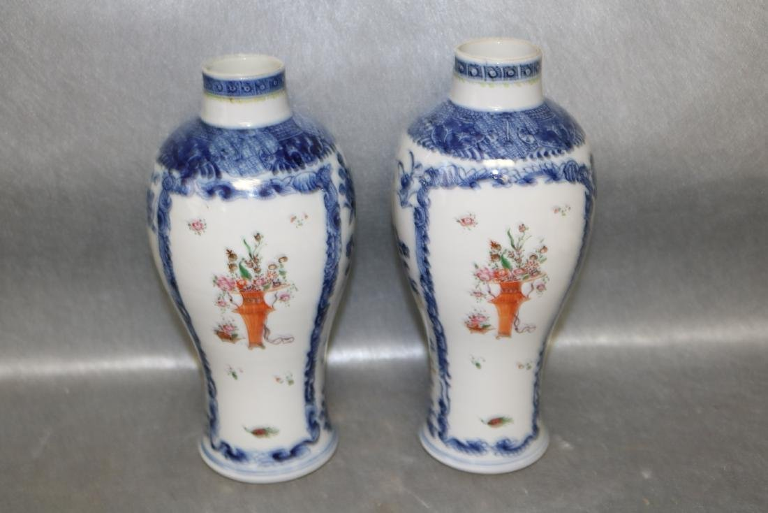 Pair Qian Long Chinese Export Vases