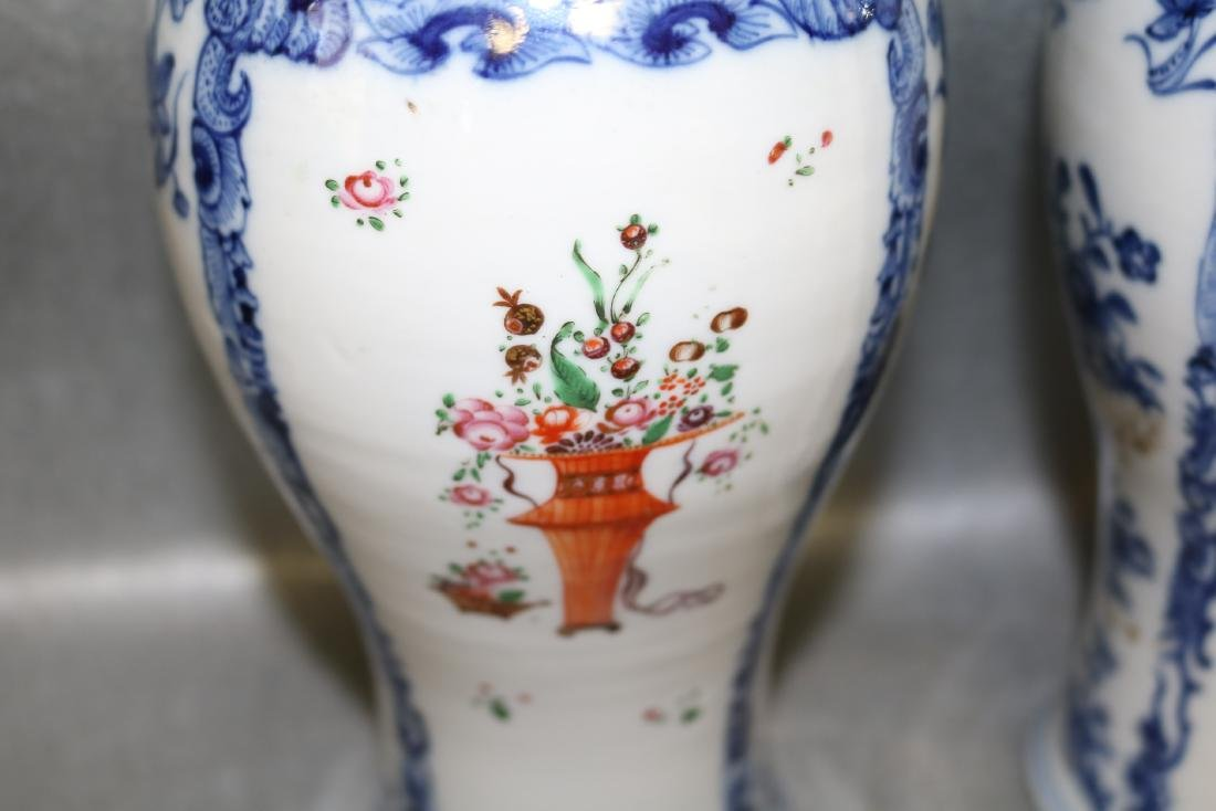 Pair Qian Long Chinese Export Vases - 2