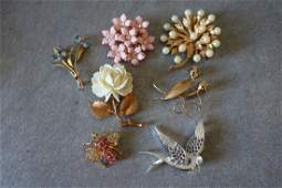 Vintage Lot of 7 Brooches