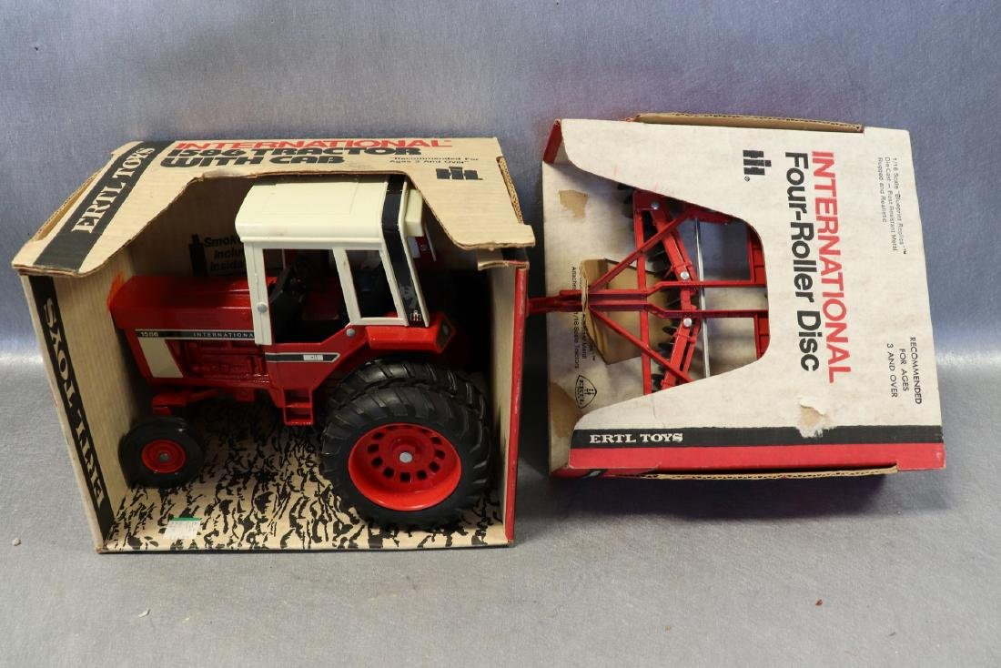 Ertl, International 1586 Tractor with Cab & Four Roller