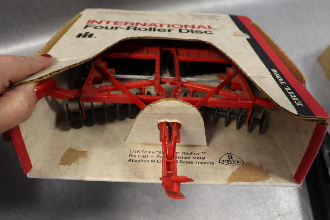 Ertl, International 1586 Tractor with Cab & Four Roller - 5