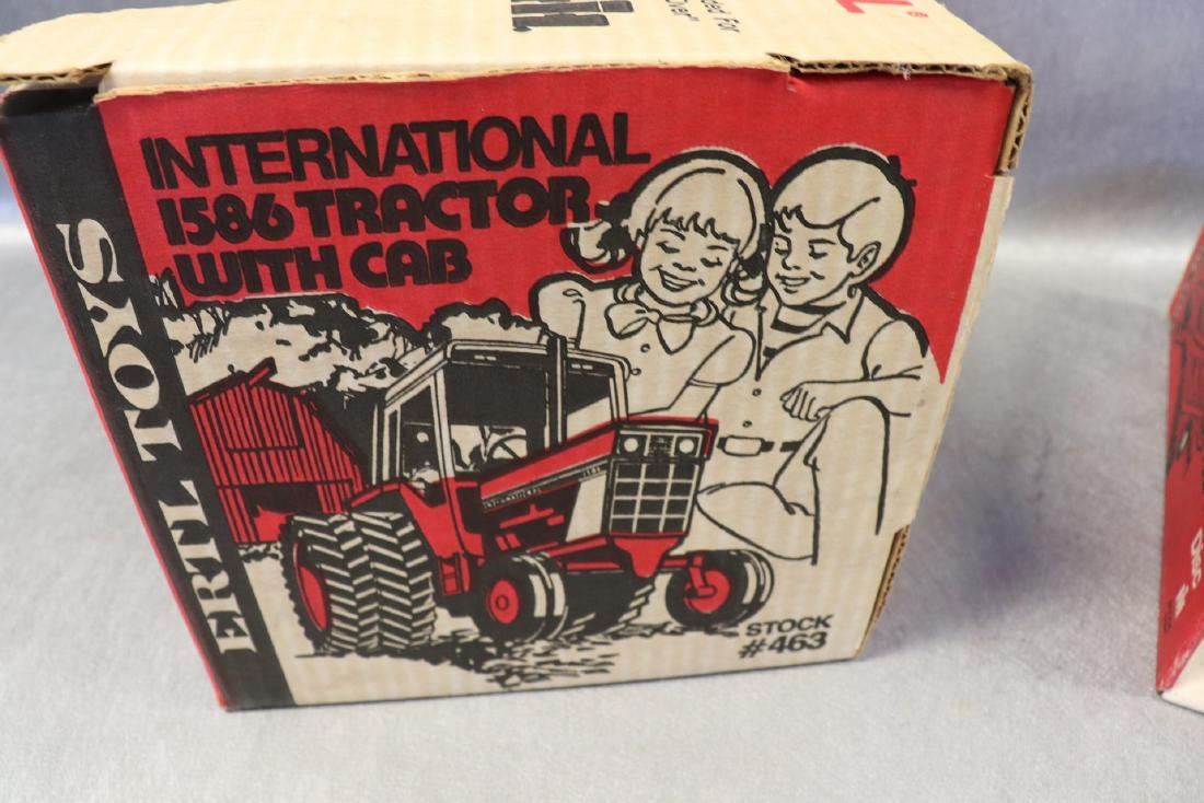 Ertl, International 1586 Tractor with Cab & Four Roller - 6