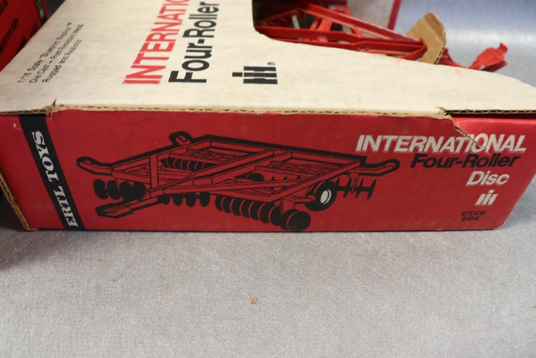 Ertl, International 1586 Tractor with Cab & Four Roller - 7