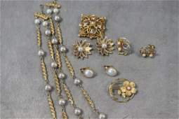 Lot Vintage Necklaces, Earrings, Brooch Pins