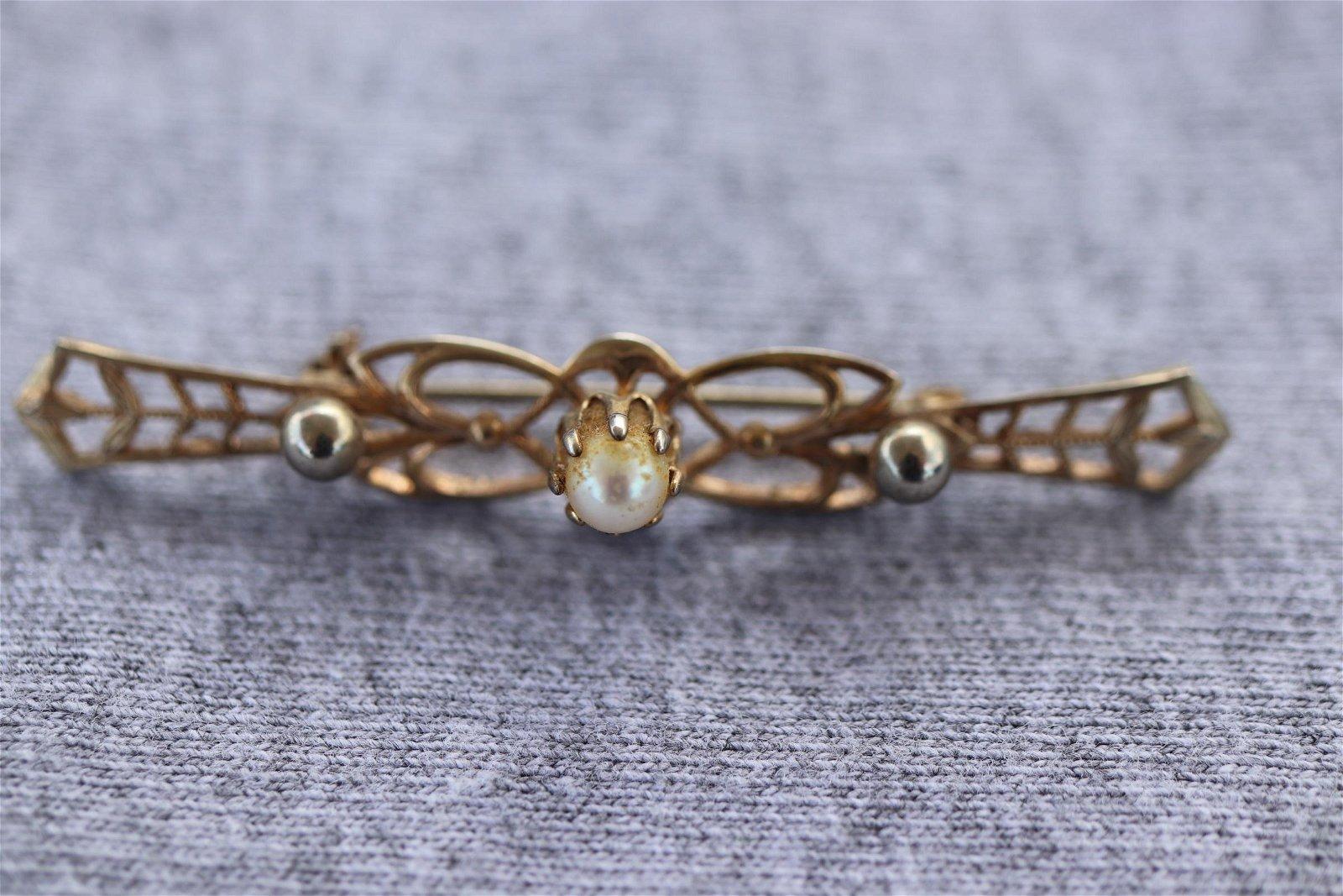 Vintage Gold tone Filigree Pin W Center Pearl