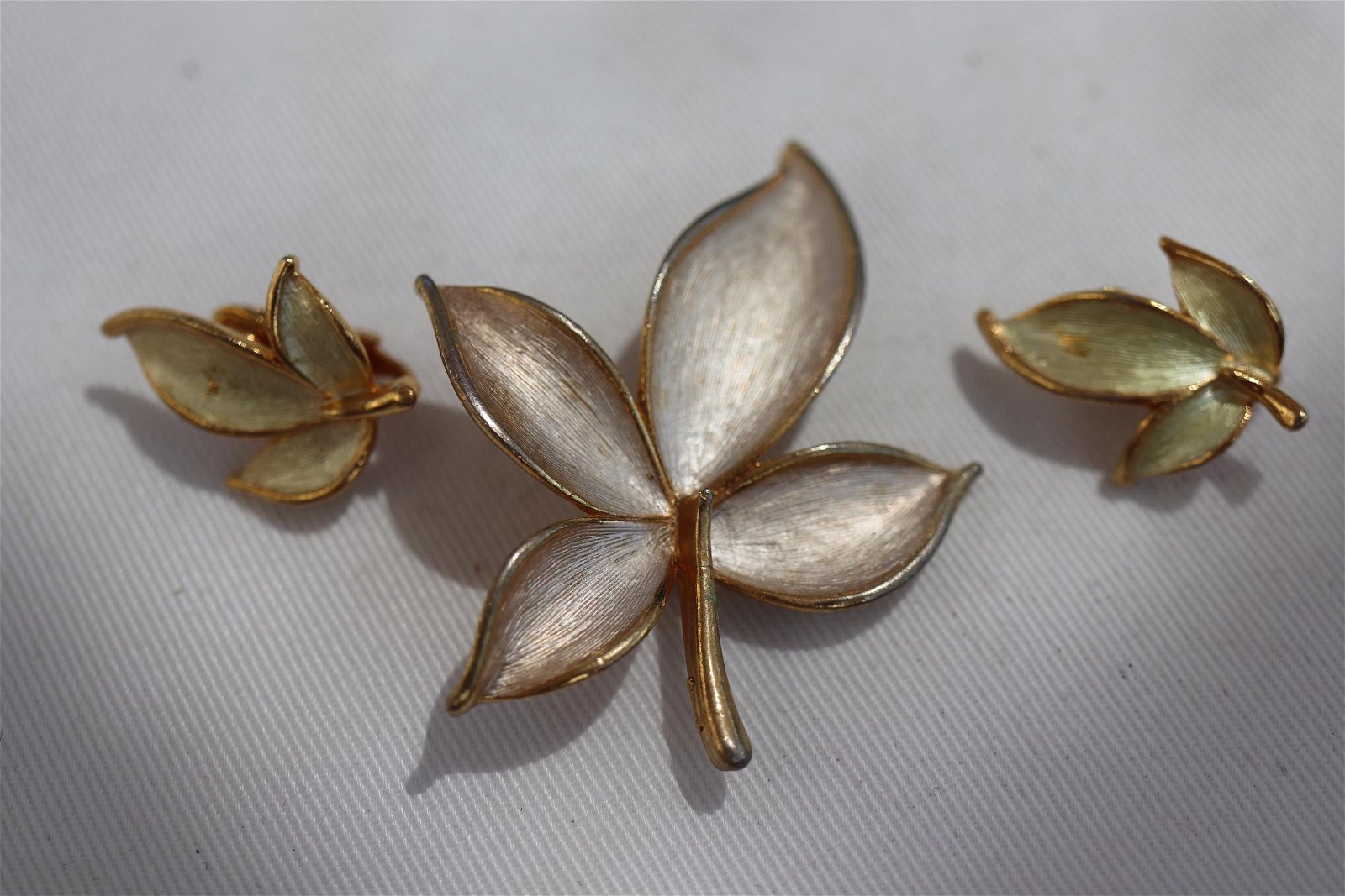 Vintage Gold tone Leaf Brooch Pin and Clip On Earrings