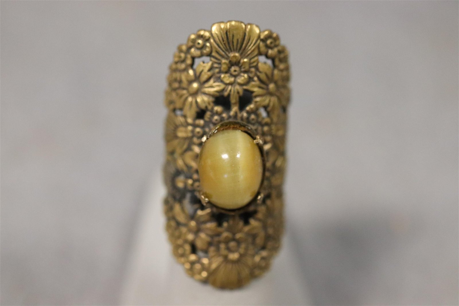 Vintage Ornate Gold tone Carved Ring, w Stone