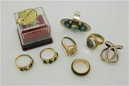 A lot of eight vintage rings.